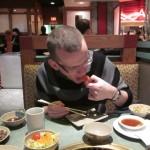 Sten äter lite Sashimi